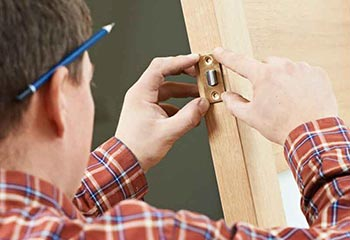 Locked Out Locksmith Commercial and Domestic Locksmith Service in Hackney E8