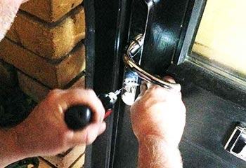 Locked Out Locksmith Commercial and Domestic Locksmith Service in Clapham SW4